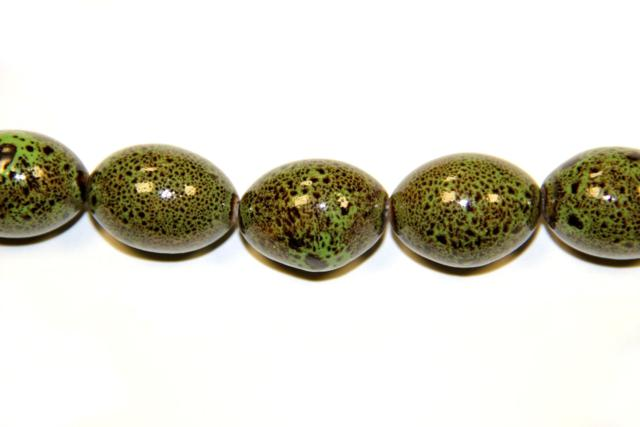 Ceramic (Shape: Olive smooth of 28x20 mm.) Varied colors