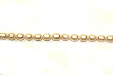 Pearl (Shape: Oval white of 12/14 mm.)