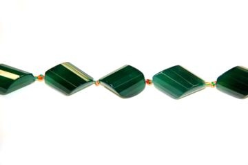Agate green (Shape: Twister faceted of 32x22 mm.)